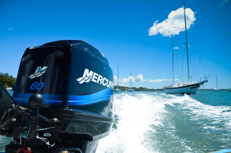логотип лодочного мотора меркури